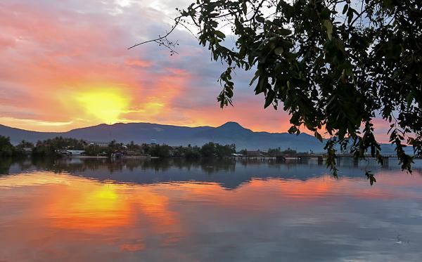 coucher de soleil kampot cambodge