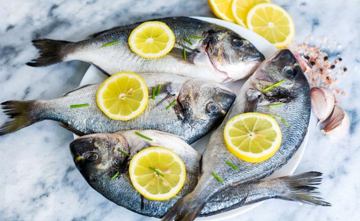 poissons avec citrons et sel